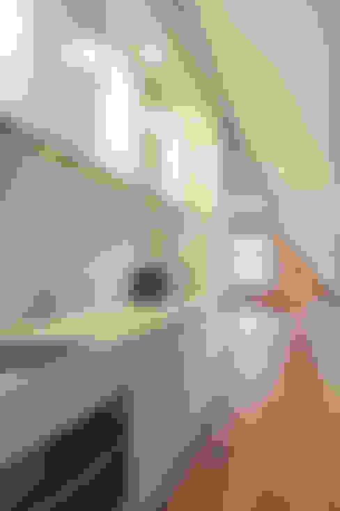 Apartment renovation: Soggiorno in stile  di GIULIANO-FANTI ARCHITETTI