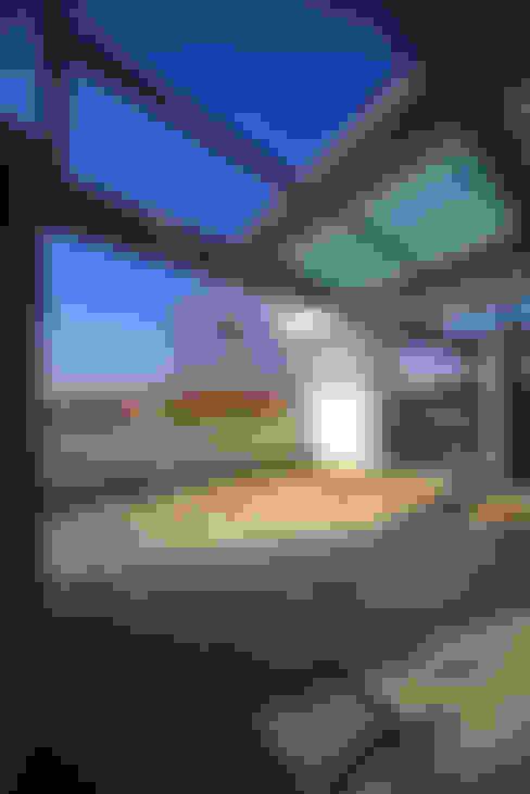 Hiên, sân thượng by Massimo Vallotto Architetto