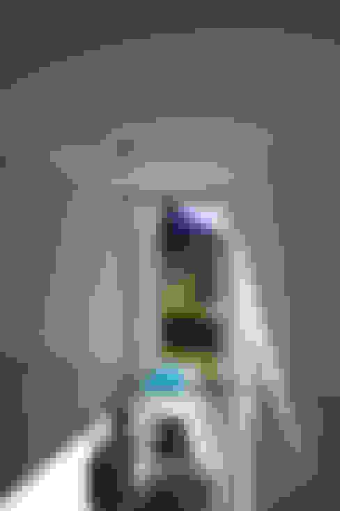 Corridor & hallway by Studio d'arch. Gianluca Martinelli
