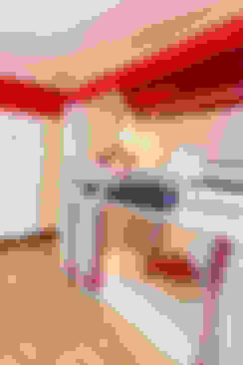 Dormitorios infantiles de estilo  por Münchner HOME STAGING Agentur