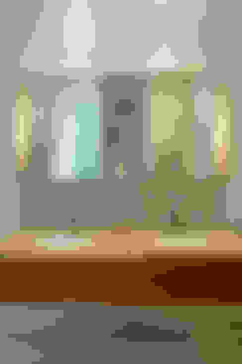 Bathroom by Hélène Dabrowski Interiors