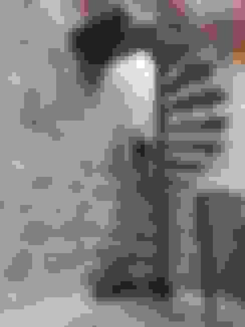 Прихожая, коридор и лестницы в . Автор – LBMS. Fabrice Lamouille