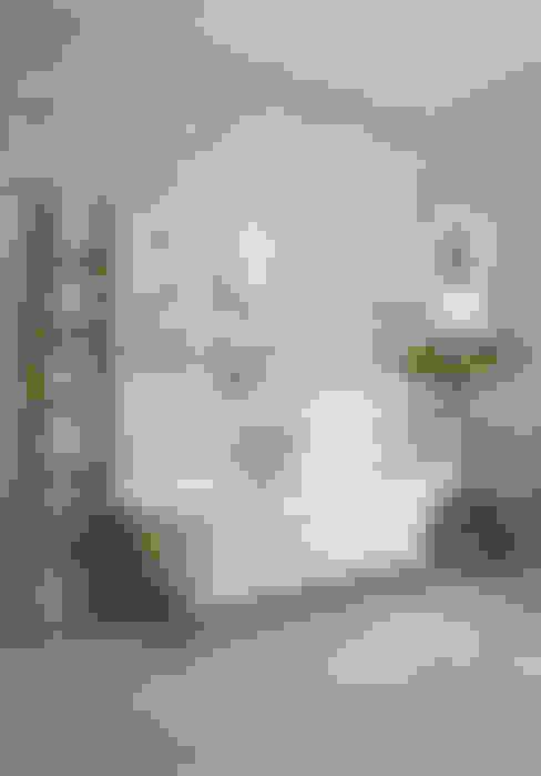 Salle de bains de style  par holly keeling interiors and styling