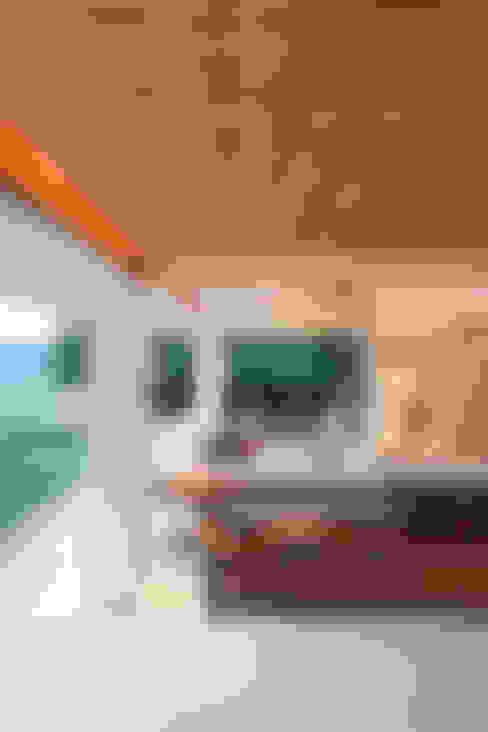 ห้องนั่งเล่น by Escala Arquitetura