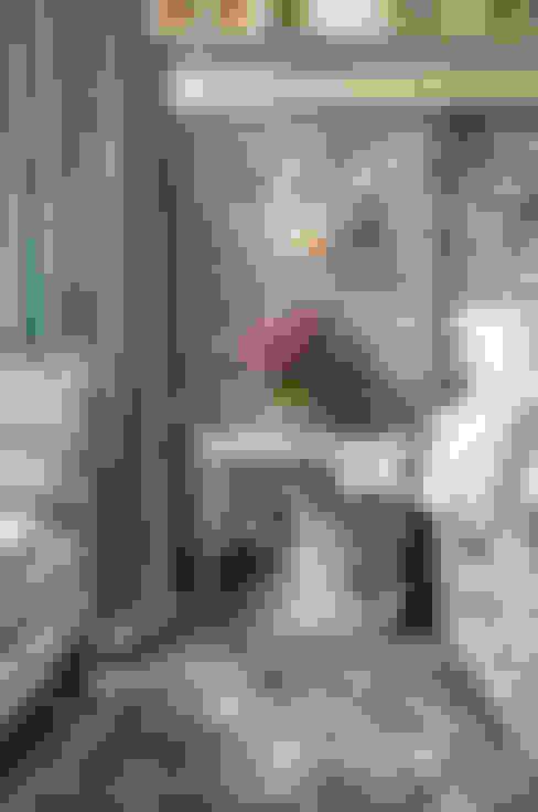 Спальни в . Автор – White Linen Interiors Ltd