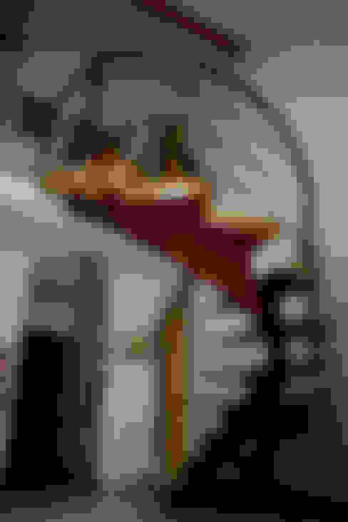 Couloir, entrée, escaliers de style  par homify