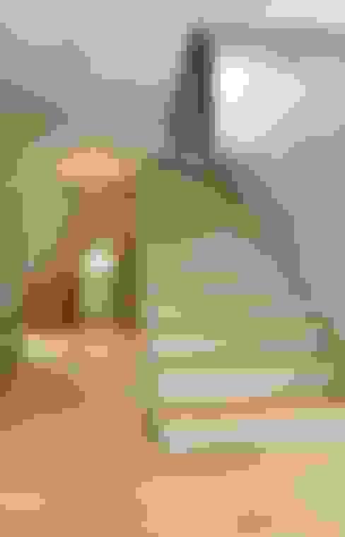 Corridor & hallway by Marty Häuser AG