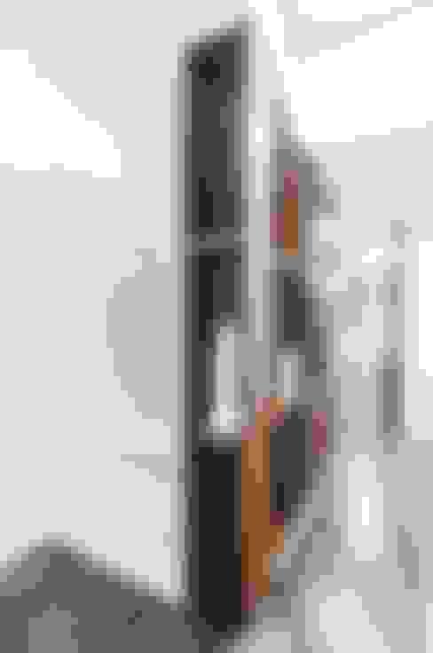 走廊 & 玄關 by Andrea Stortoni Architetto