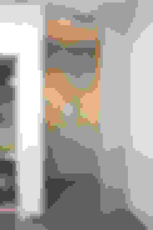 Dusche und Sauna im Familienbad :  Badezimmer von in_design architektur