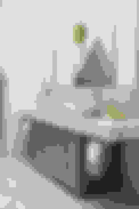 Salle de bains de style  par Roselind Wilson Design