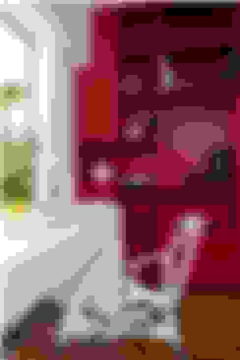 Lounge Styled Duplex Residence:  Study/office by  Ashleys