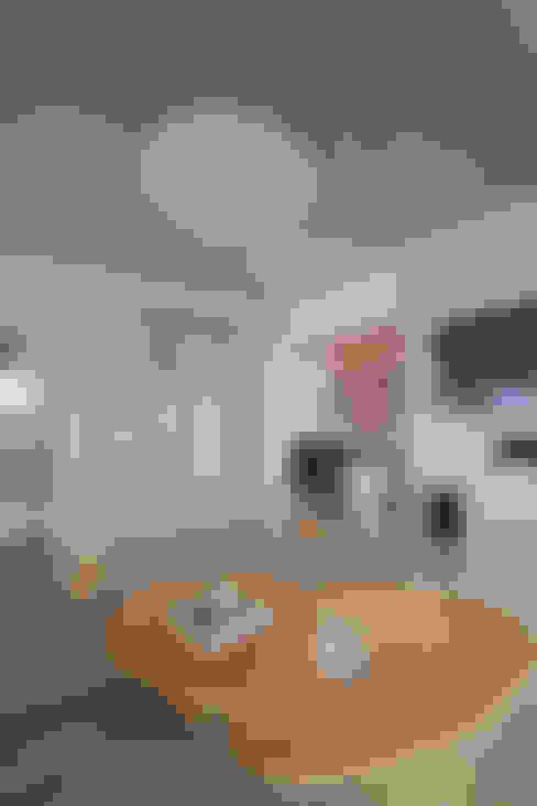 Apartamento Campo Belo - 374m2: Salas multimídia  por Viviane Dinamarco Design de Interiores