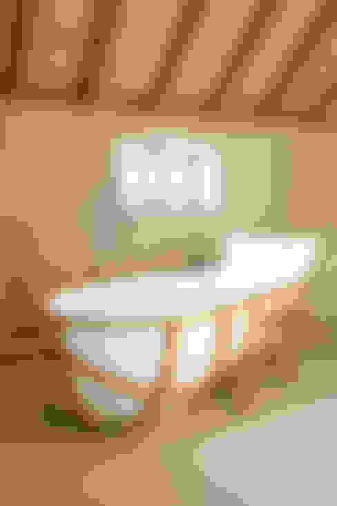Evolution Bathtub:  Badkamer door House of Thol
