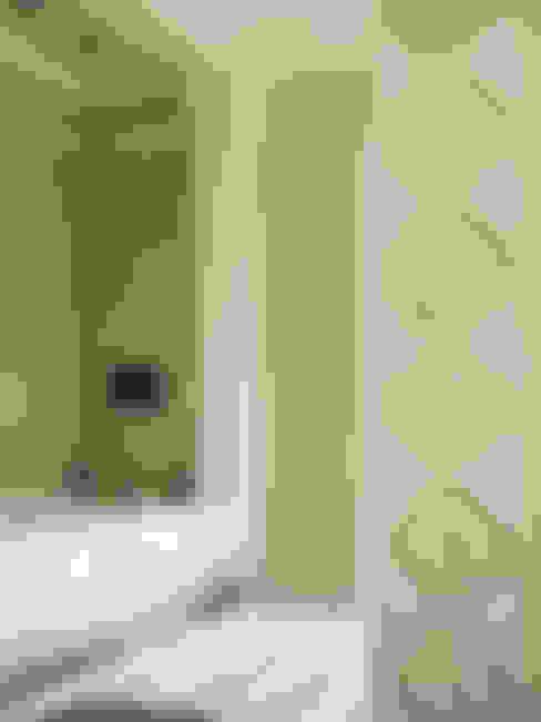Bathroom by DECORMARMI SRL