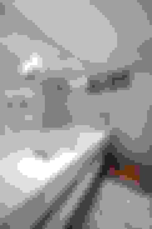 HANDE KOKSAL INTERIORS – House S - S Evi:  tarz Banyo