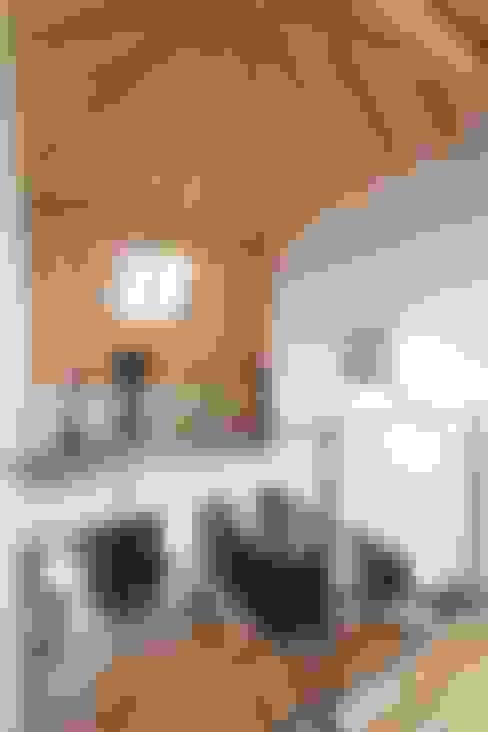 Suehiro House: ALTS DESIGN OFFICEが手掛けた和室です。