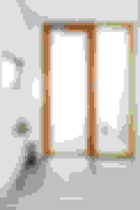 Trapezium House: Kichi Architectural Designが手掛けた窓です。