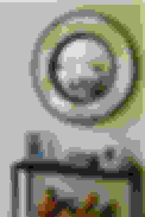 Bespoke Round Convex Mirror:  Dressing room by Alguacil & Perkoff Ltd.