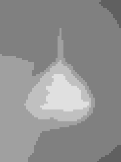 Phare lamp:  Woonkamer door Ontwerpstudio Inge Simonis