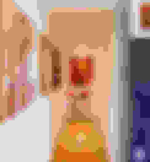 Couloir et hall d'entrée de style  par Studio Sabatino Architetto