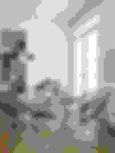 Salas / recibidores de estilo  por House Envy