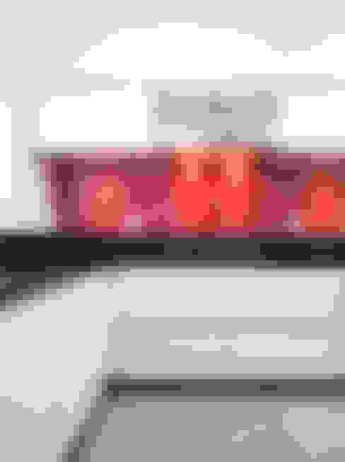Cozinha vermelha: Cozinhas  por ArkDek