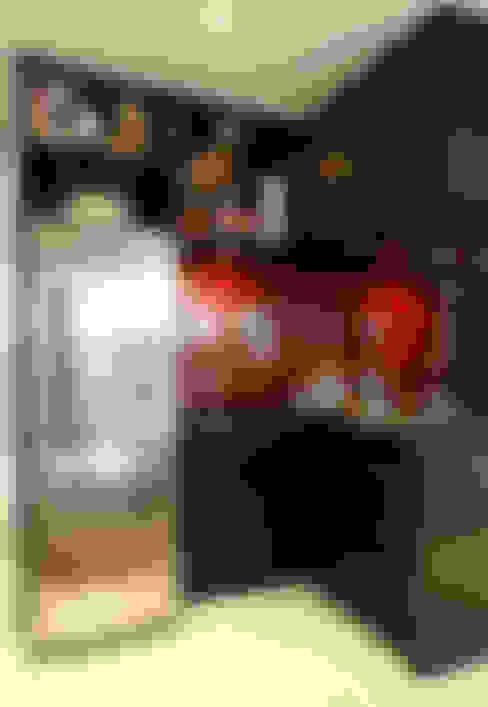 AAM_Urbe Paulista 36m²: Cozinhas  por Chris Silveira & Arquitetos Associados