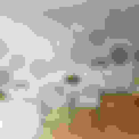 Paredes y pisos de estilo  por The Stencil Studio Ltd