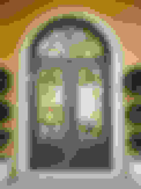 Ventanas y puertas de estilo  por Gama Elite