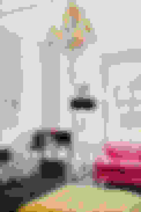 Living room by Honeybee Interiors