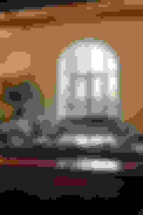 Living room by Vanessa Rhodes Interiors