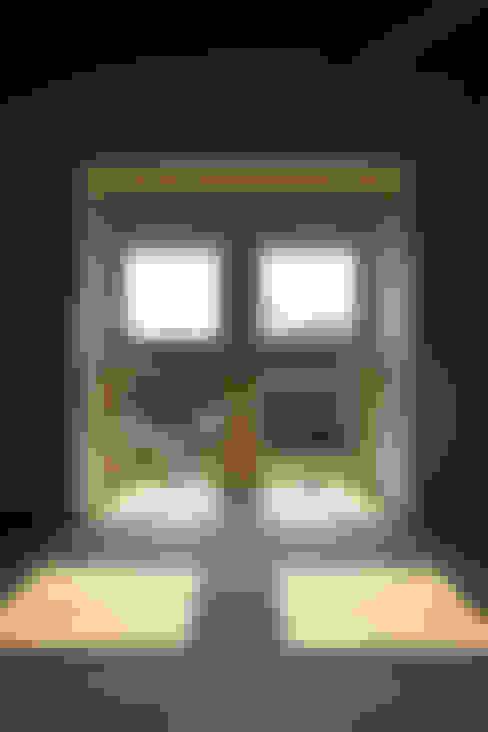Fenêtres de style  par 五藤久佳デザインオフィス有限会社