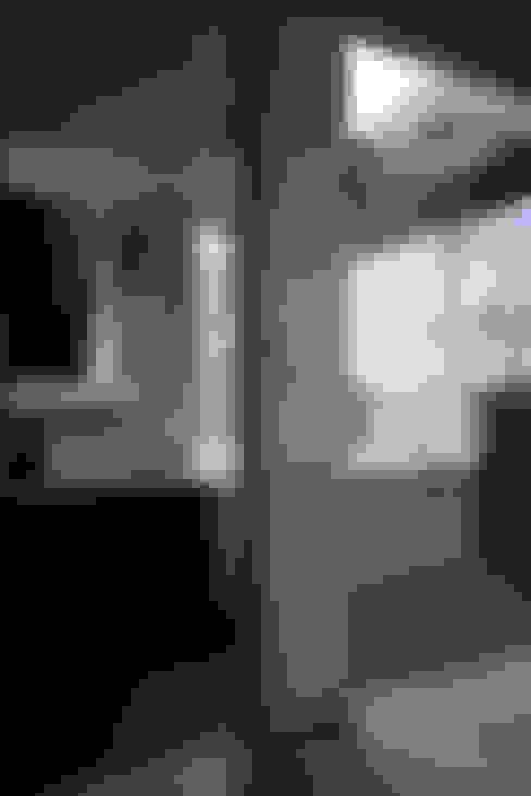 4階洗面、浴室: 東章司建築研究所が手掛けた浴室です。