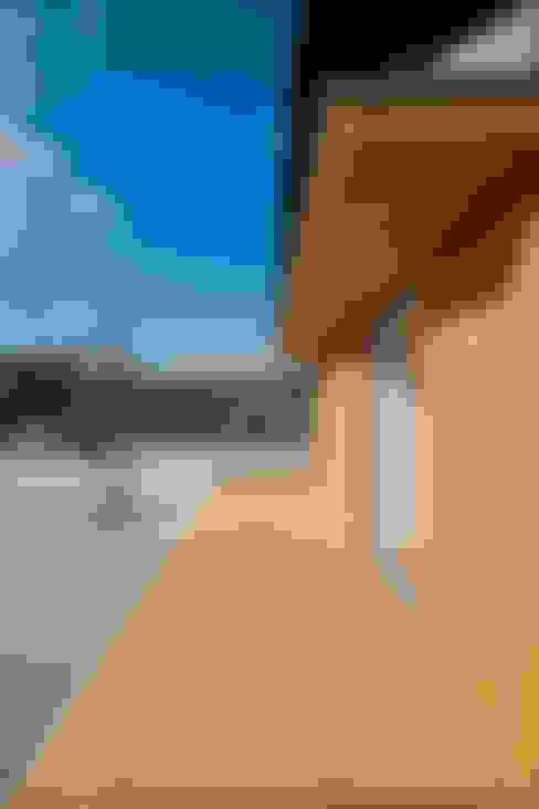 トトロ 縁側: キリコ設計事務所が手掛けたテラス・ベランダです。