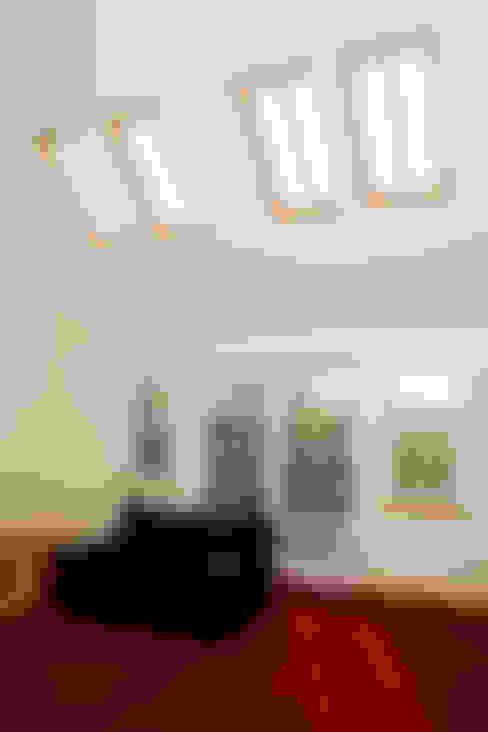 Roundhouse Architecture Ltd의  창문