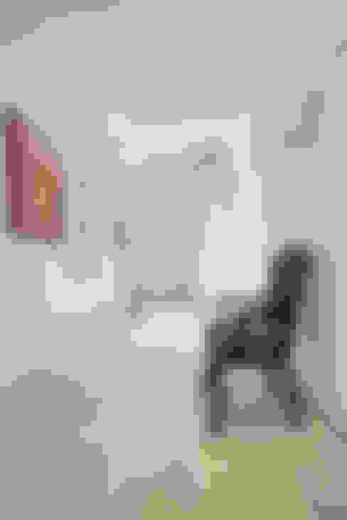 Corridor & hallway by Emanuela Gallerani Architetto