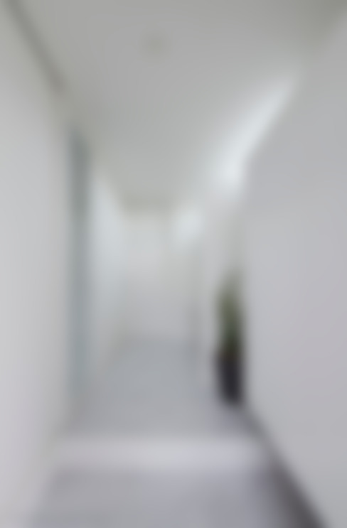 Corridor, hallway by 松岡健治一級建築士事務所