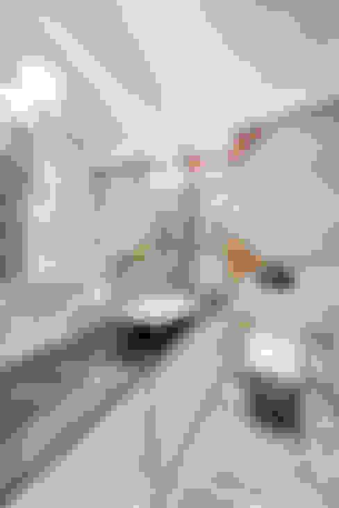 Квартира на Среднем проспекте Васильевского острова: Ванные комнаты в . Автор – Be In Art
