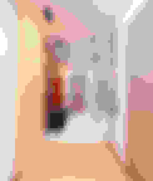 Проект трехкомнатной компактной квартиры: Коридор и прихожая в . Автор – Katerina Butenko