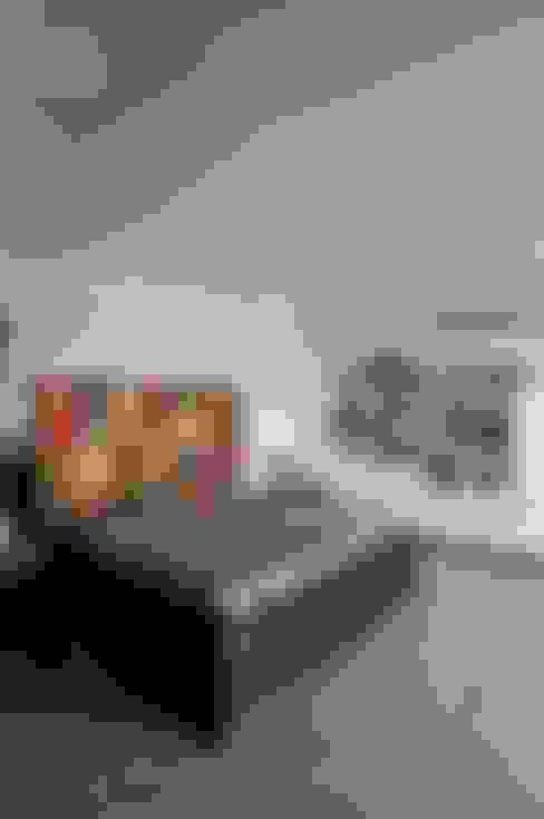 Single Living :  Bedroom by The Orange Lane