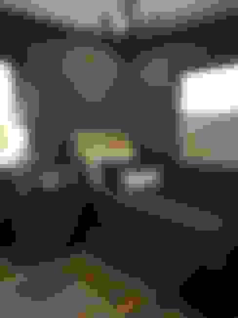 Dormitorios de estilo  por KAUS