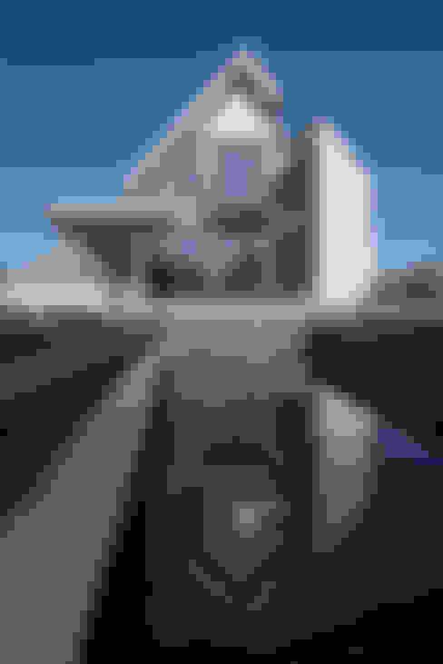 Maisons de style  par Kodde Architecten bna