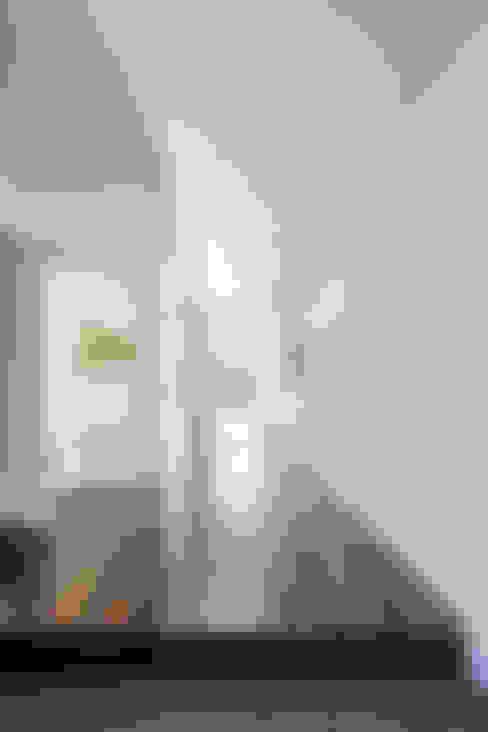 Pasillos y vestíbulos de estilo  por 株式会社細川建築デザイン