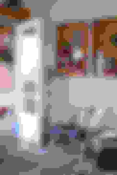 """Casa Litoral Norte SP - """"Alma Caiçara"""": Corredores e halls de entrada  por AMMA PROJETOS"""