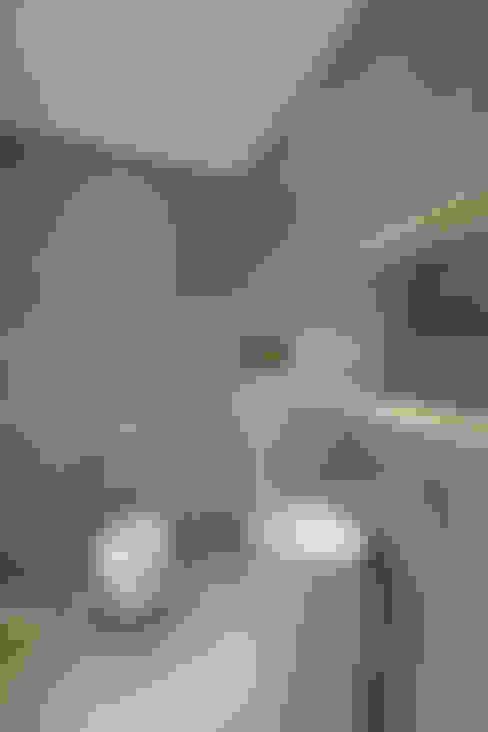 Casa de banho  por 28 Grad Architektur GmbH