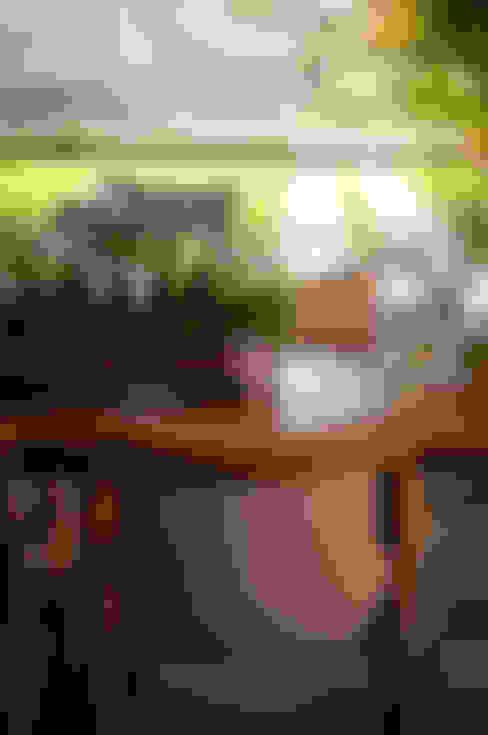 Casa Condomínio Nova Lima: Sala de jantar  por Nara Cunha Arquitetura e Interiores