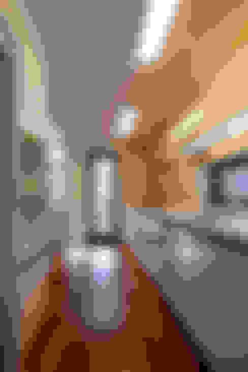 Kitchen by IDEA5   ARCHITECTS