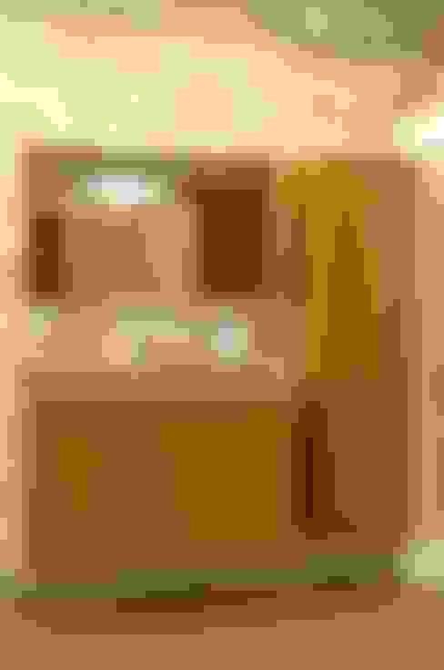 Bathroom by WENNA DESIGN