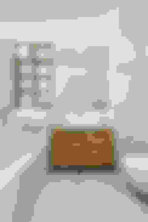 Baños de estilo  por 081 architekci