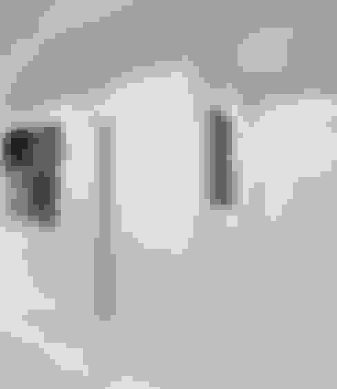 Квартира холостяка: Коридор и прихожая в . Автор – Настасья Евглевская